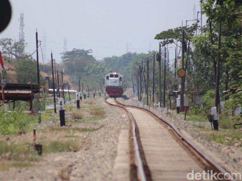 Ditinggikan 1 Meter, PT KAI Klaim Jalur Kereta Api di Porong Aman