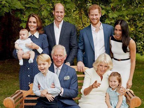 Keseharian Pangeran Charles Bersama Cucu-cucunya