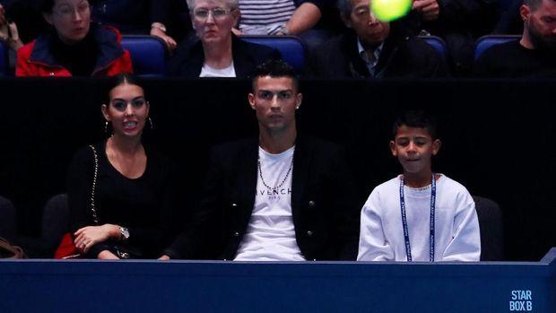 Cristiano Ronaldo Jr. (kanan) bikin bangga sang ayah di akademi Juventus. (