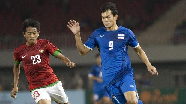 Adisak Kraisorn ketika menghadapi Timnas Indonesia di SEA Games 2013.