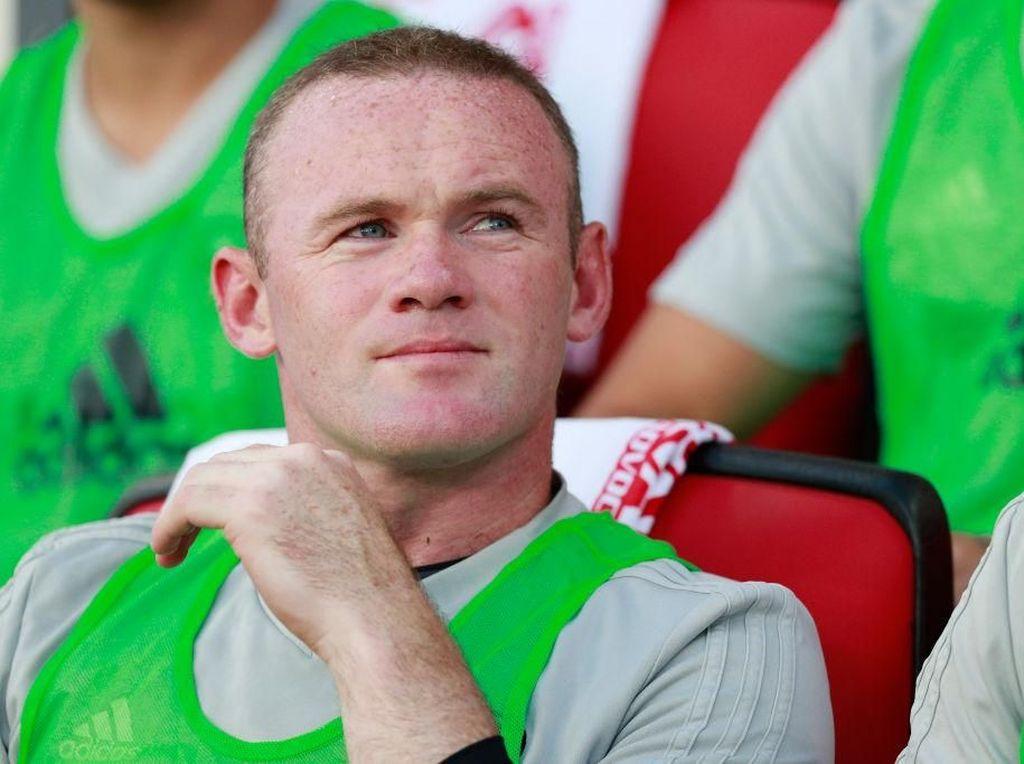 Tendangan Bebas Gila ala Rooney
