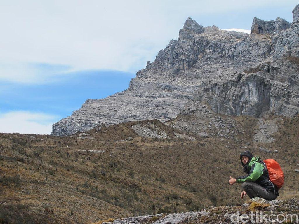 Tempat Terbaik Melihat Es Abadi Indonesia