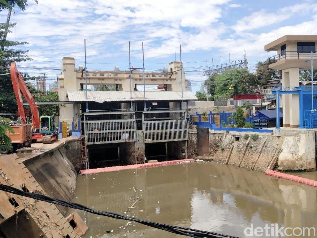 Pagi ini, Dua Pintu Air di Jakarta Berstatus Siaga Tiga