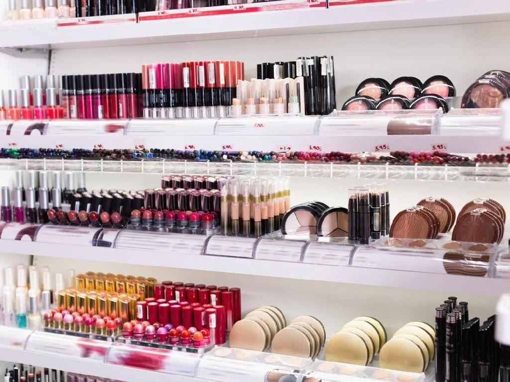 Begini Nih Jadinya Kalau Cowok Diminta Tebak Peralatan Makeup