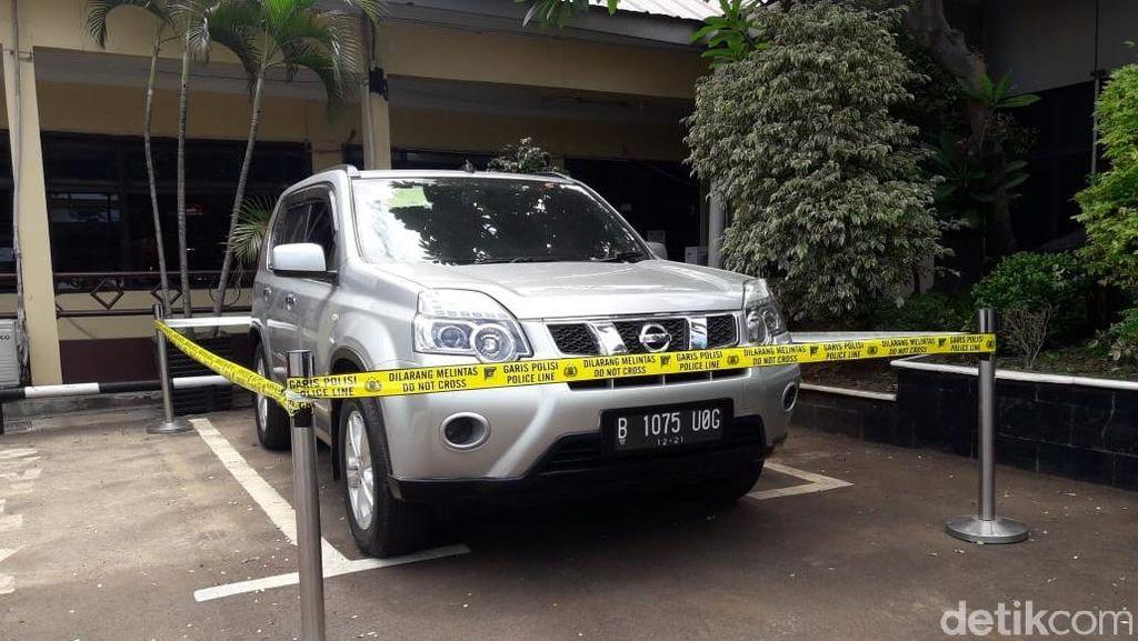 Penampakan Mobil Korban Pembunuhan Satu Keluarga di Bekasi
