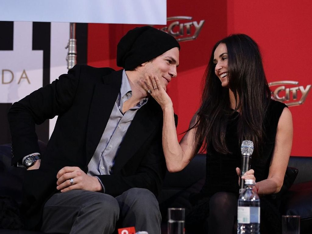 Terungkap! Threesome Jadi Alasan Demi Moore dan Ashton Kutcher Cerai