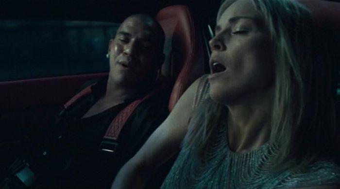 Mantan penyerang Liverpool dan Newcastle United Stan Collymore jadi cameo di salah satu film terkenal Basic Instinct 2. Dia beradu adegan cukup panas dengan aktris top Sharon Stone. (Istimewa)