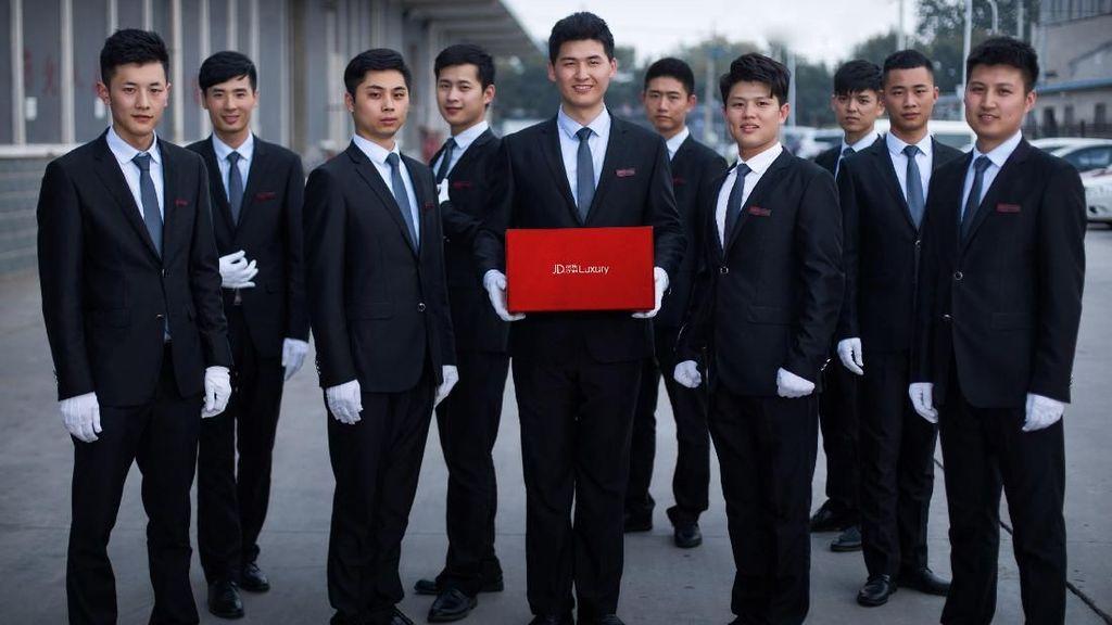 Belanja Online dengan Layanan Antar Kurir Tampan Populer di China