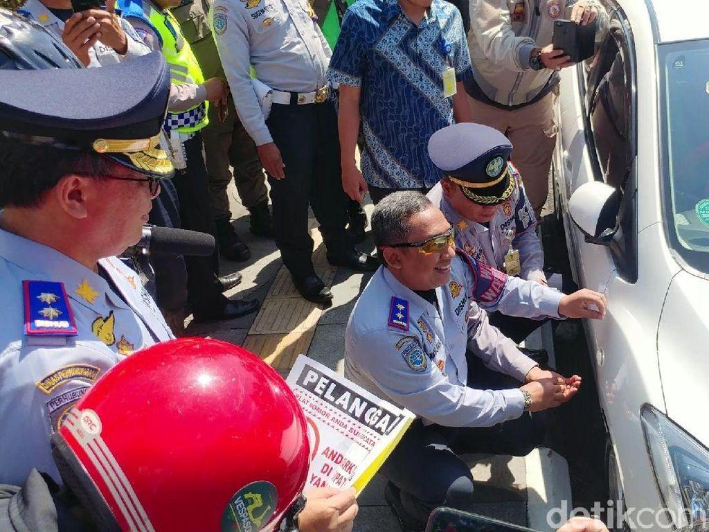 Parkir Sembarangan di Bandung, Siap-siap Pentil Ban Dicabut