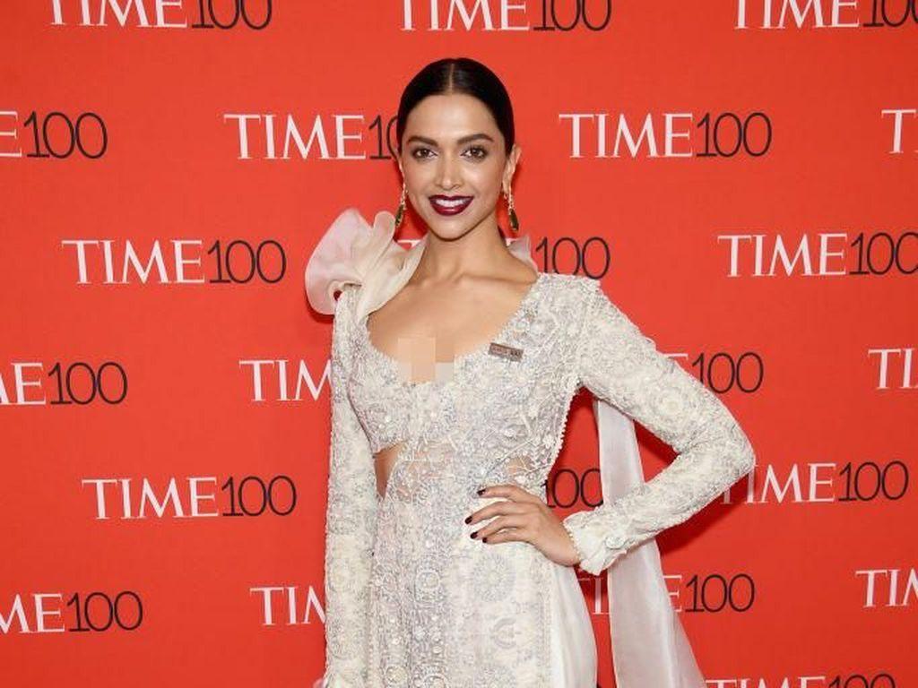 Mengejutkan, Deepika Padukone Pamer Foto dengan Wajah Rusak