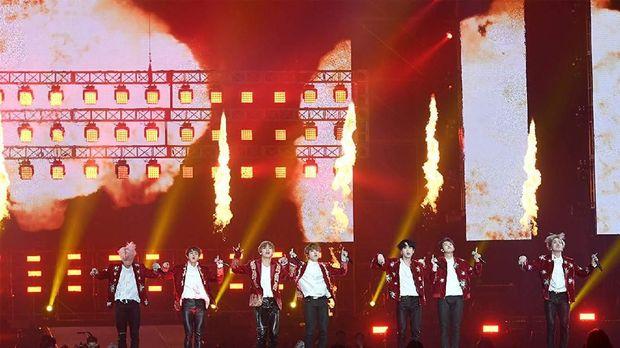 Musik K-Pop yang dibawa MAMA menjadi diplomasi budaya Korea Selatan kepada dunia.