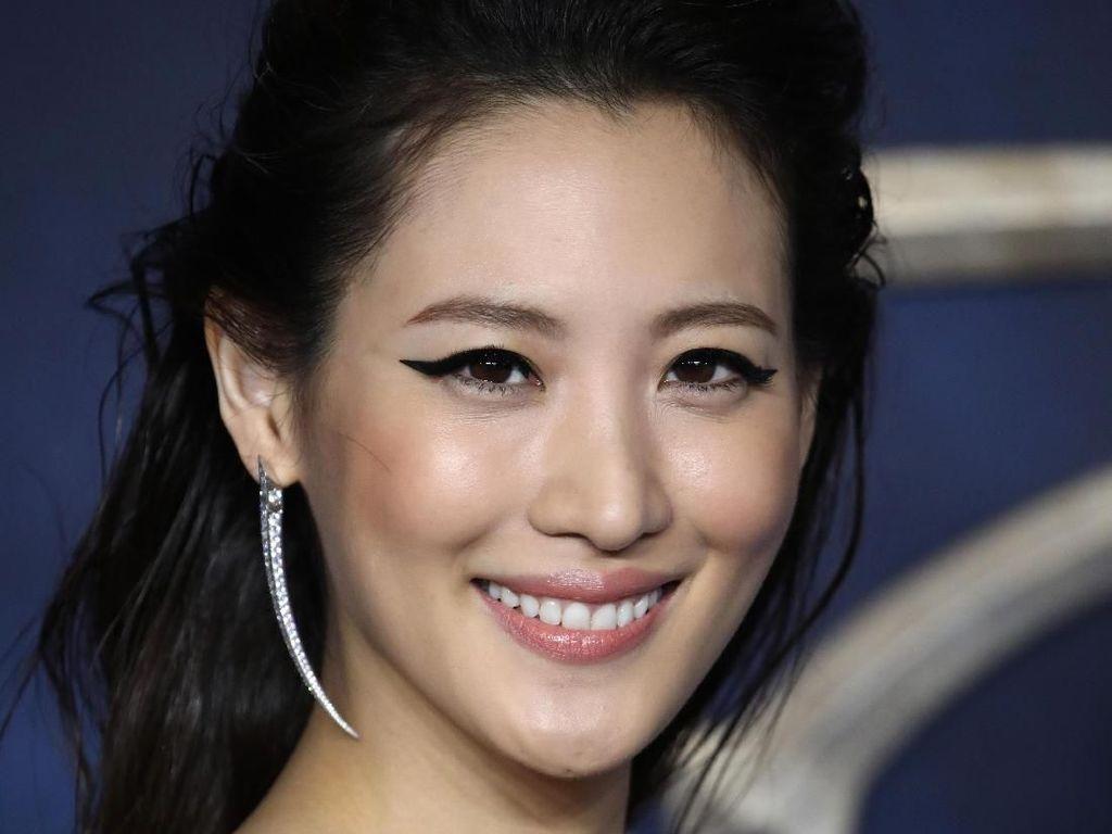 Surprise! Claudia Kim dan Ezra Miller Muncul di Bioskop Seoul