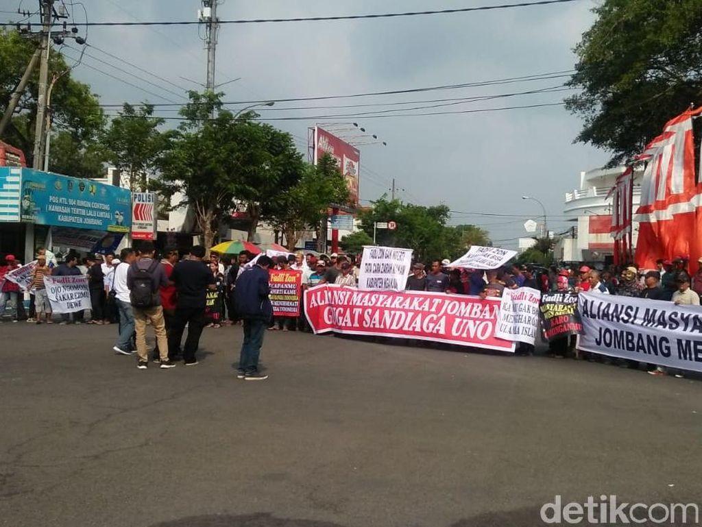 Massa di Jombang Demo, Protes Sandiaga Soal Langkahi Makam