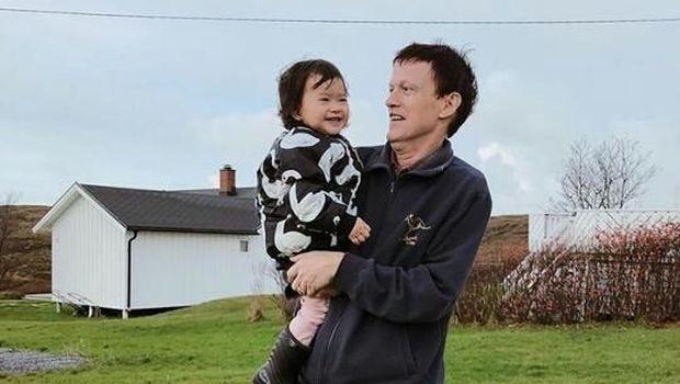 Anak dan ayah Alice Norin