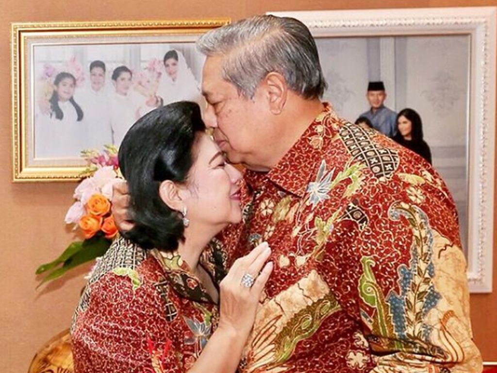 Ketika SBY Mengobati Kesedihan Ani Yudhoyono