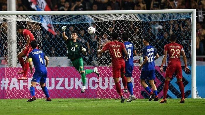 Indonesia dikalahkan Thailand 2-4 di laga ketiga Grup B Piala AFF 2018 (Foto: Chalinee THIRASUPA/AFP)