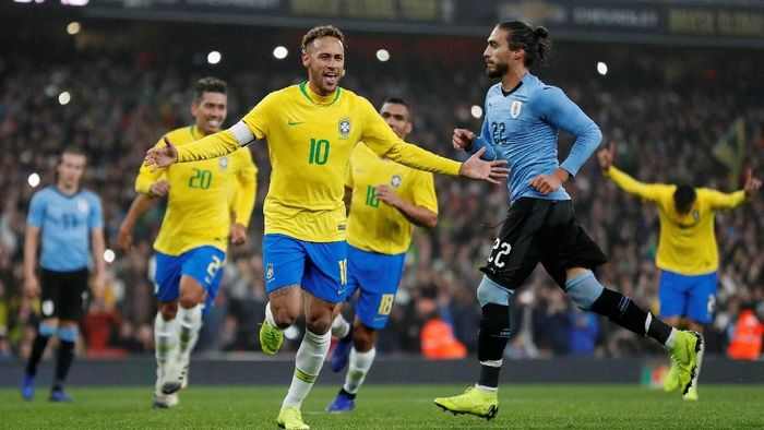 Soccer Football - International Friendly - Brazil v Uruguay - Emirates Stadium, London, Britain - November 16, 2018  Brazils Neymar celebrates scoring their first goal from the penalty spot          Action Images via Reuters/Peter Cziborra