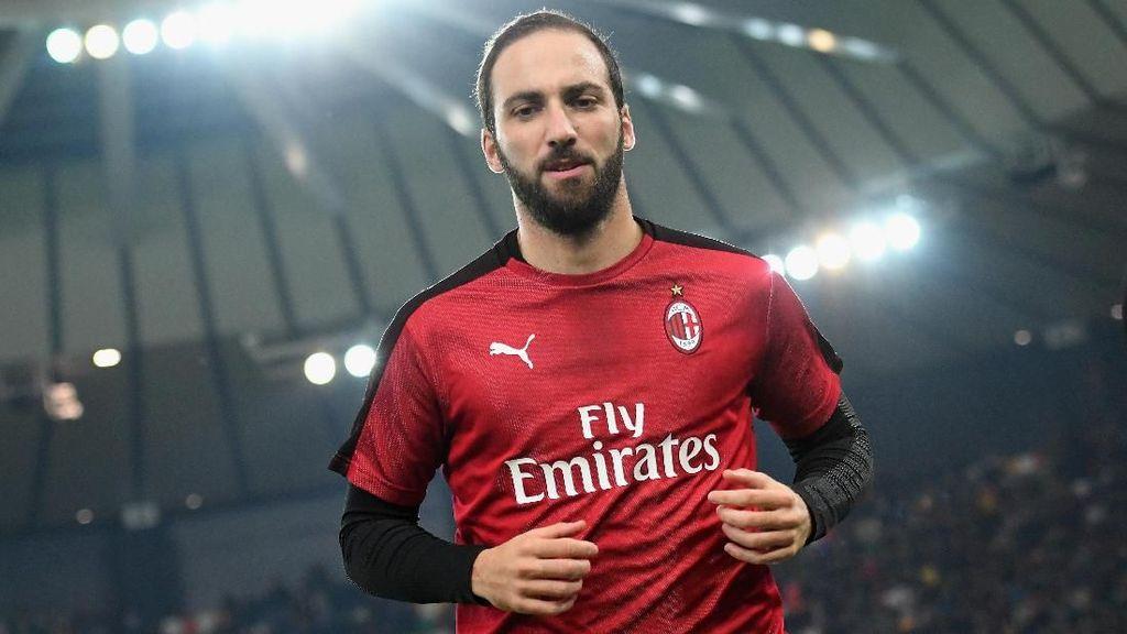 Berat di Ongkos, Milan Tak Akan Permanenkan Higuain?