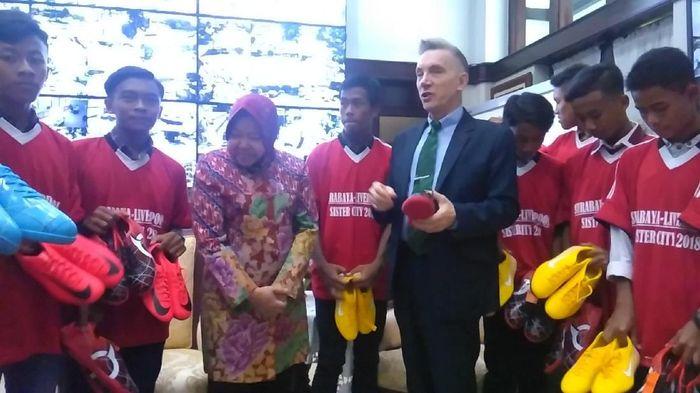 10 pesepakbola muda Surabaya akan berlatih di Liverpool. Foto: Deny Prastyo Utomo