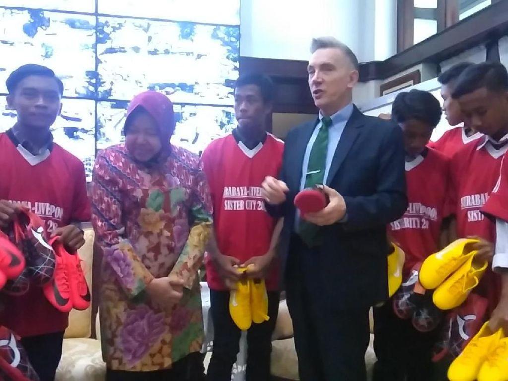 10 Pesepakbola Muda Surabaya Akan Berlatih di Liverpool