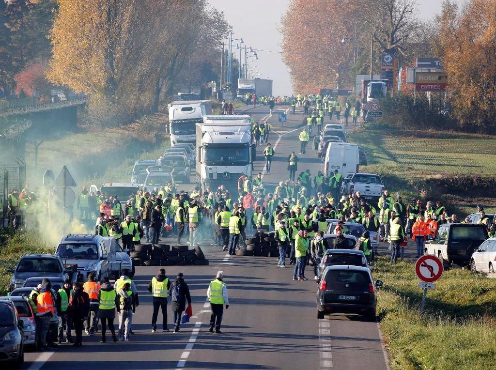 Ratusan Ribu Orang Demo Tolak BBM Naik di Prancis