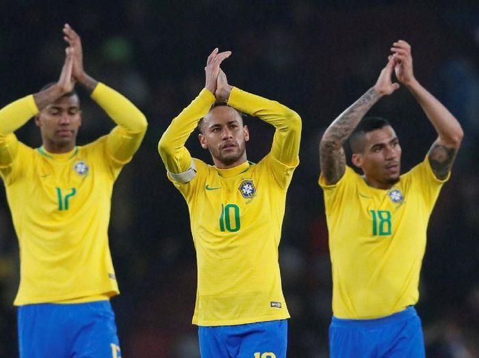 Neymar disebut lebih bahagia bersama Timnas Brasil. (Foto: Reuters)