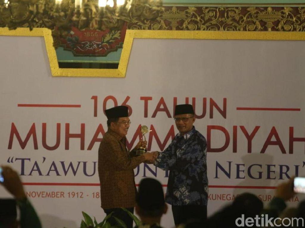 Raih Muhammadiyah Award, JK Persembahkan ke Ibunda dan Istrinya