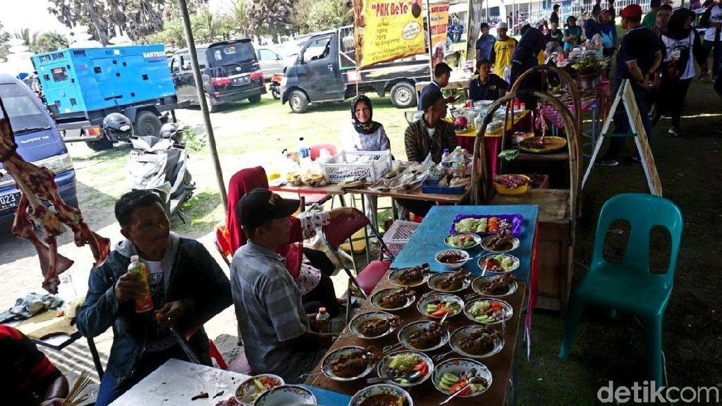 Puluhan Peserta Adu Kebolehan Festival Sate Klatak di Bantul