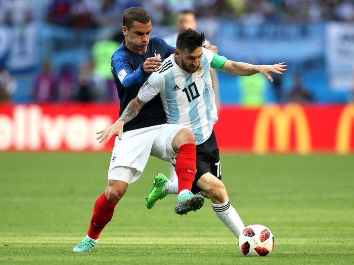 Lionel Messi dan Antoine Griezmann (Kevin C. Cox/Getty Images)