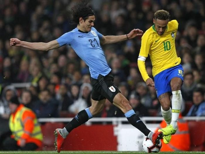 Kylian Mbappe menegaskan hubungan Edinson Cavani dengan Neymar baik-baik saja. (Foto: Adrian Dennis/AFP Photo)