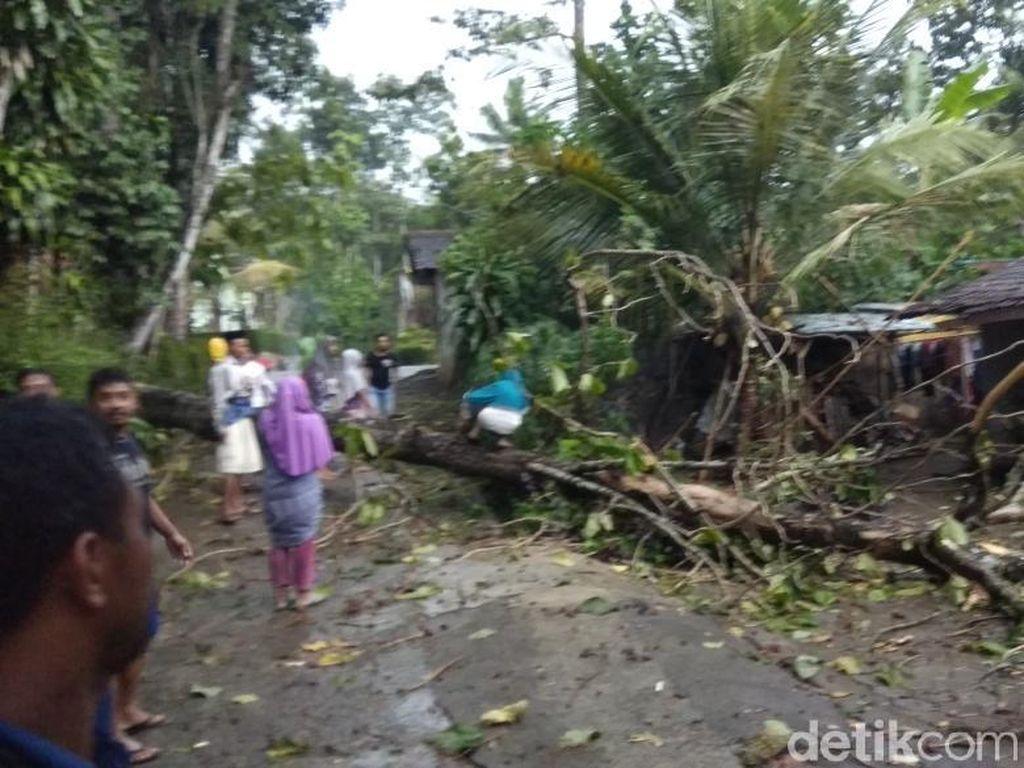 Puting Beliung, Ratusan Rumah di 2 Kecamatan Probolinggo Terdampak