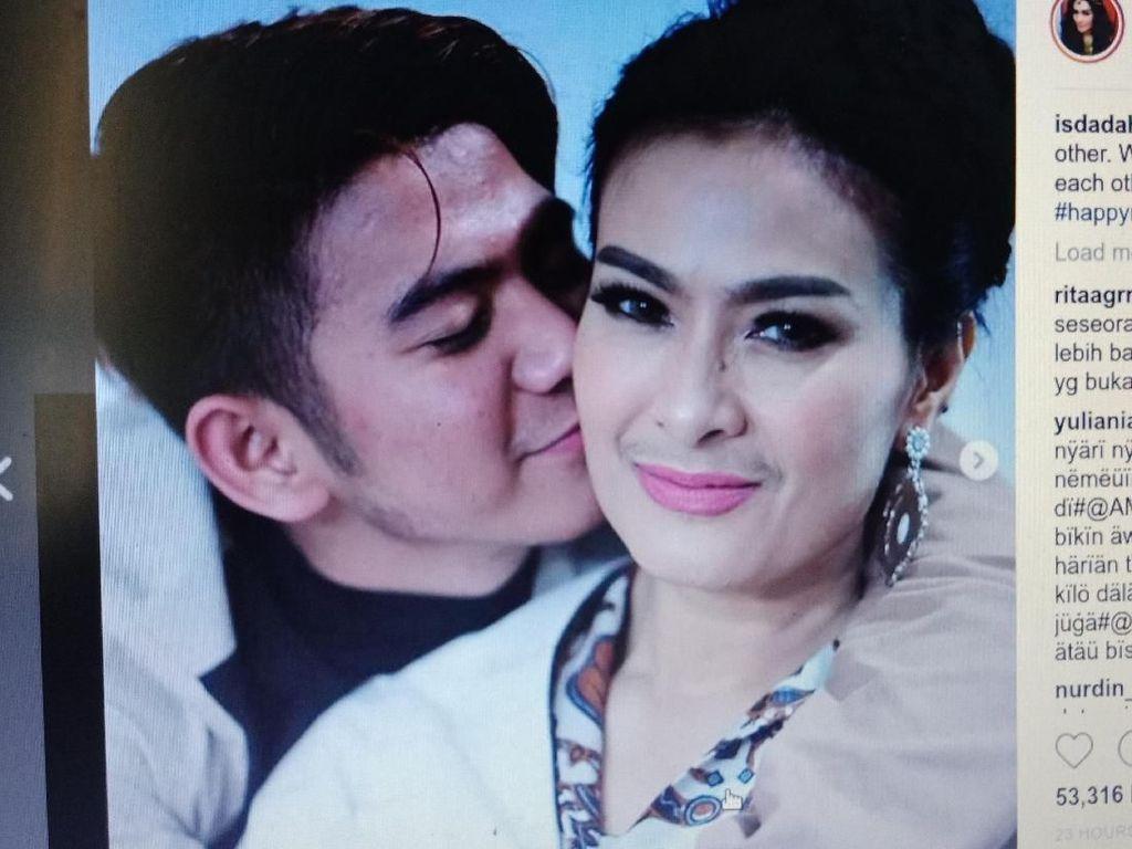 Iis Dahlia Dicium Rizki, Netizen Heboh Ingatkan Bukan Muhrim