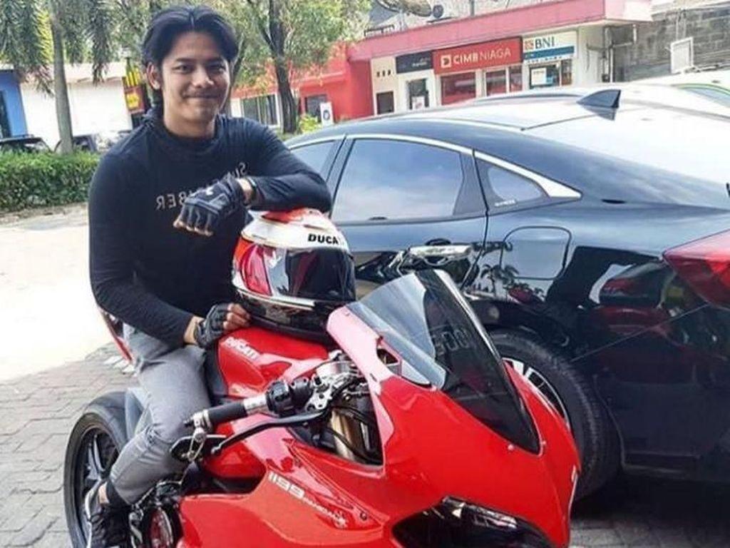Pria di Kamar Angel Lelga Ini, Tunggangi Ducati Panigale
