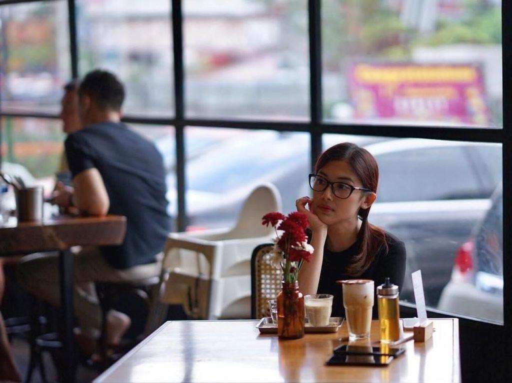 Pesona Cantik Kartika, Adik Sandra Dewi yang Hobi Makan Kue