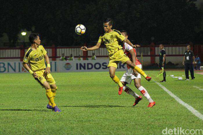 Bermain di Stadion PTIK, Kebayoran Baru, Jakarta Selatan, Senin (19/11/2018), Bhayangkara sempat kesulitan menghadapi Persipura. Meski mendominasi, tuan rumah tak mampu melesakkan gol di babak pertama.