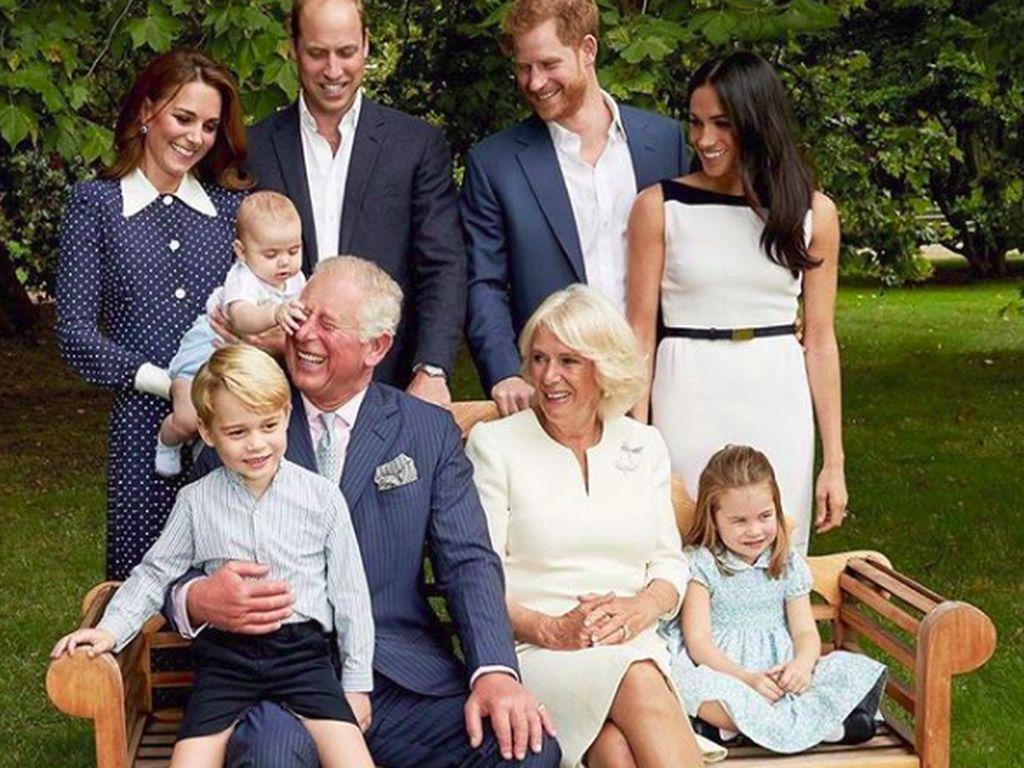Momen Manis Pangeran Charles Bercanda dengan Cucu-cucunya