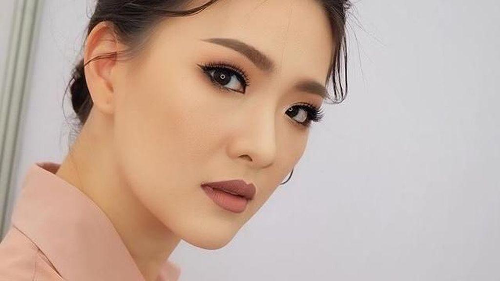 Gaya Ratu Kecantikan yang Jadi Dokter Timnas Thailand, Bikin Salah Fokus