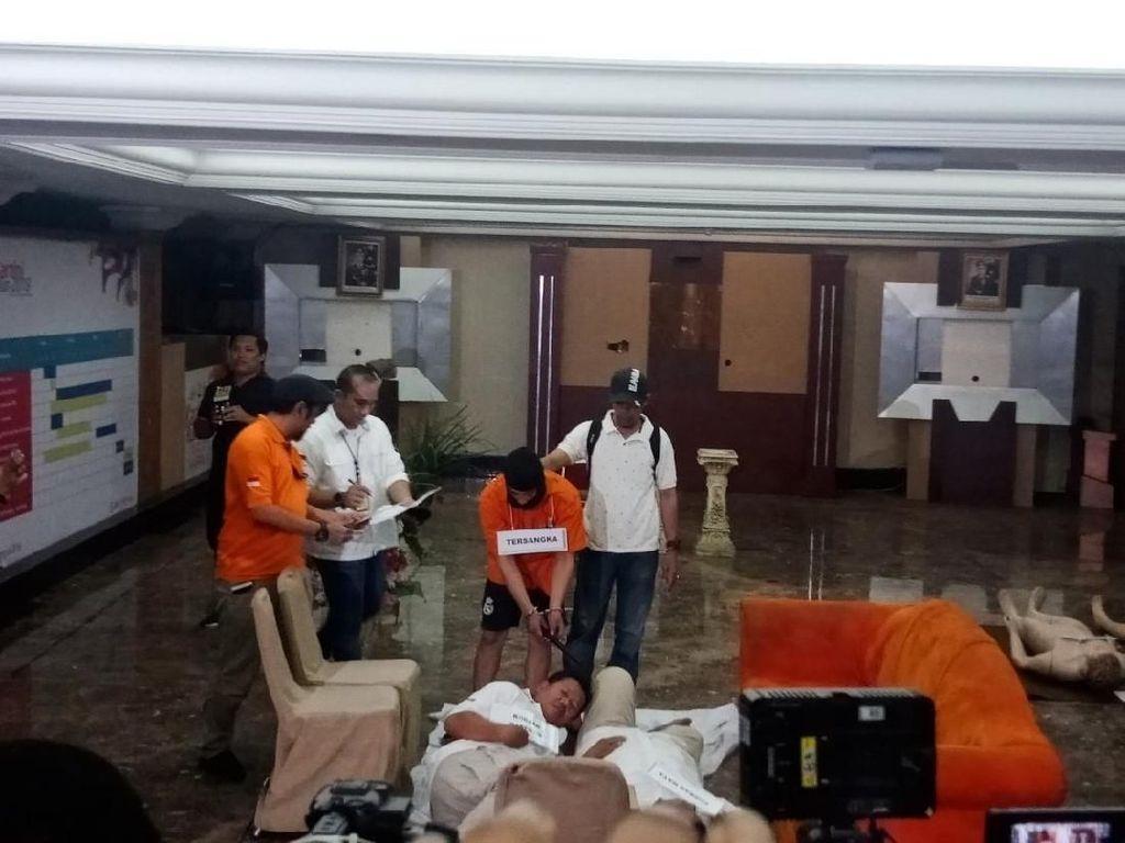 Haris Pembunuh Satu Keluarga Peragakan 30 Adegan di Prarekonstruksi