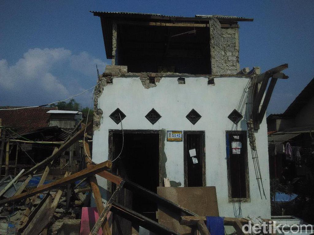 Cerita Warga Padalarang Detik-detik Puting Beliung Sapu Desanya