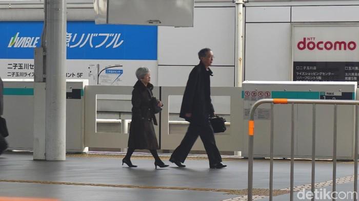 Sales Obat Jadi Perawat Lansia di Jepang