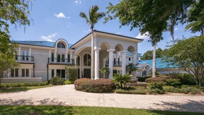 Pemain NBA legendaris ini baru mendaftarkan rumah besarnya di Florida, untuk dijual. Rumahnya dibangun di lahan seluas tiga hektar di luar Orlando, Florida, yang menghadap ke Danau. Istimewa/Luxatic.