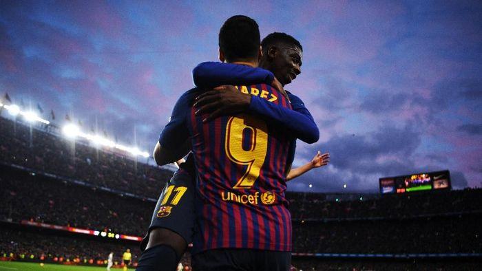 Luis Suarez coba beri nasihat untuk Ousmane Dembele (David Ramos/Getty Images)