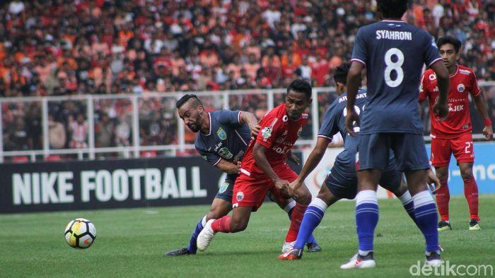 Aksi Ramdani Lestaluhu saat Persija Jakarta mengalahkan Persela Lamongan 3-0. (Foto: Rifkianto Nugroho/Detikcom)