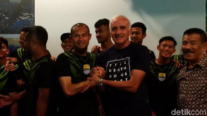 Roberto Carlos Mario Gomez menyerahkan pemutusan kontrak Persib bandung kepada pengacara.  (Mochamad Solehudin/detikSport)