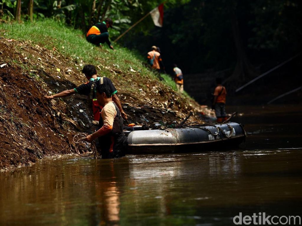 Meski Naturalisasi Sungai Pakai Beton, Gerindra DKI Tetap Dukung Anies