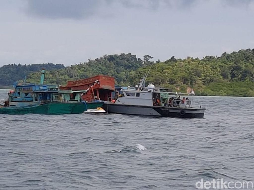 5 Kapal Maling Ikan Asal Vietnam Ditenggelamkan di Batam