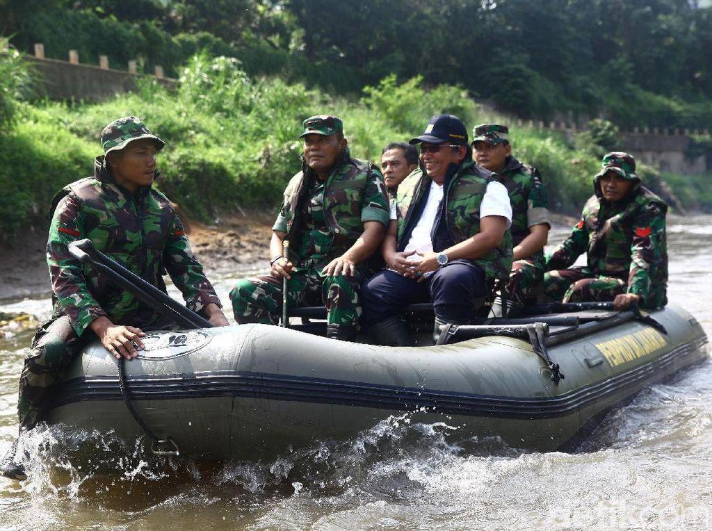 Pangdam Jaya Pantau Kondisi Kali Ciliwung