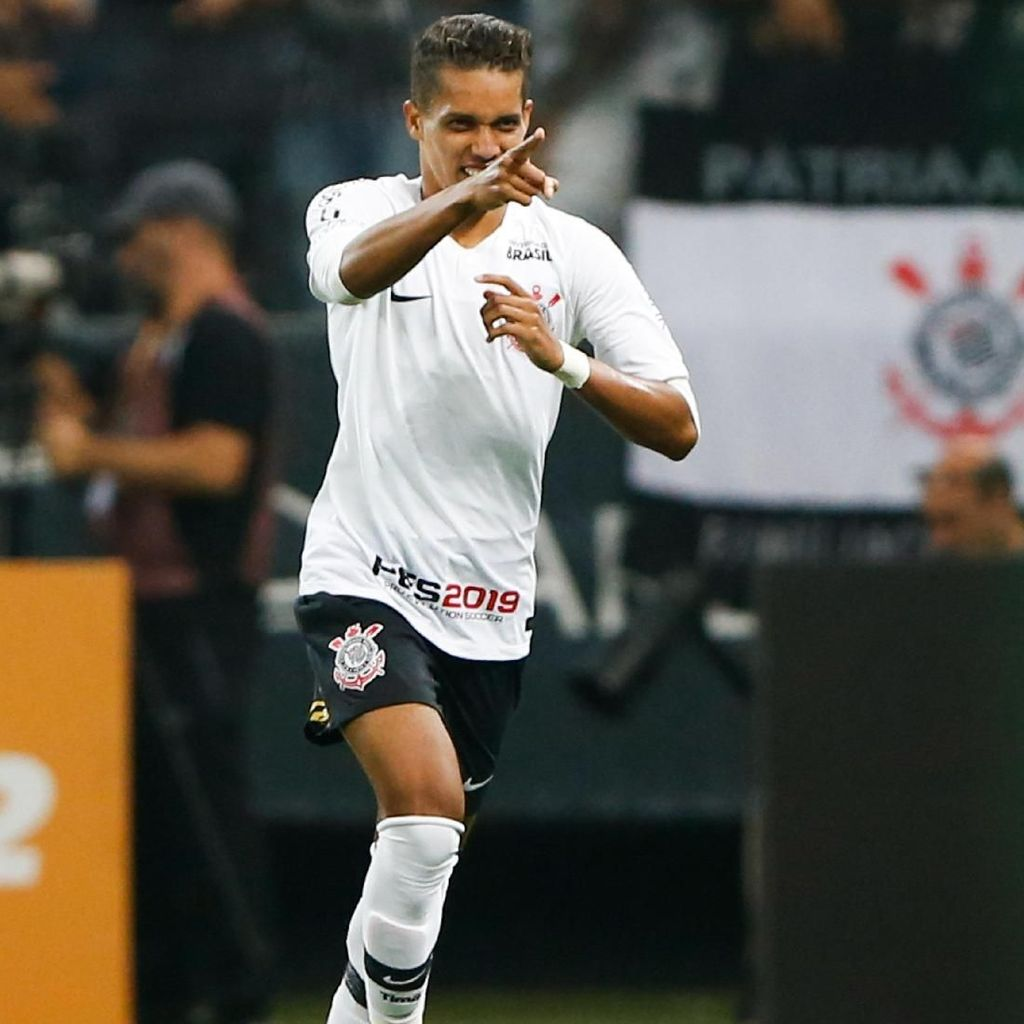 Pedrinho, Pemain Muda Brasil yang Perpanjang Persaingan Madrid-Barca