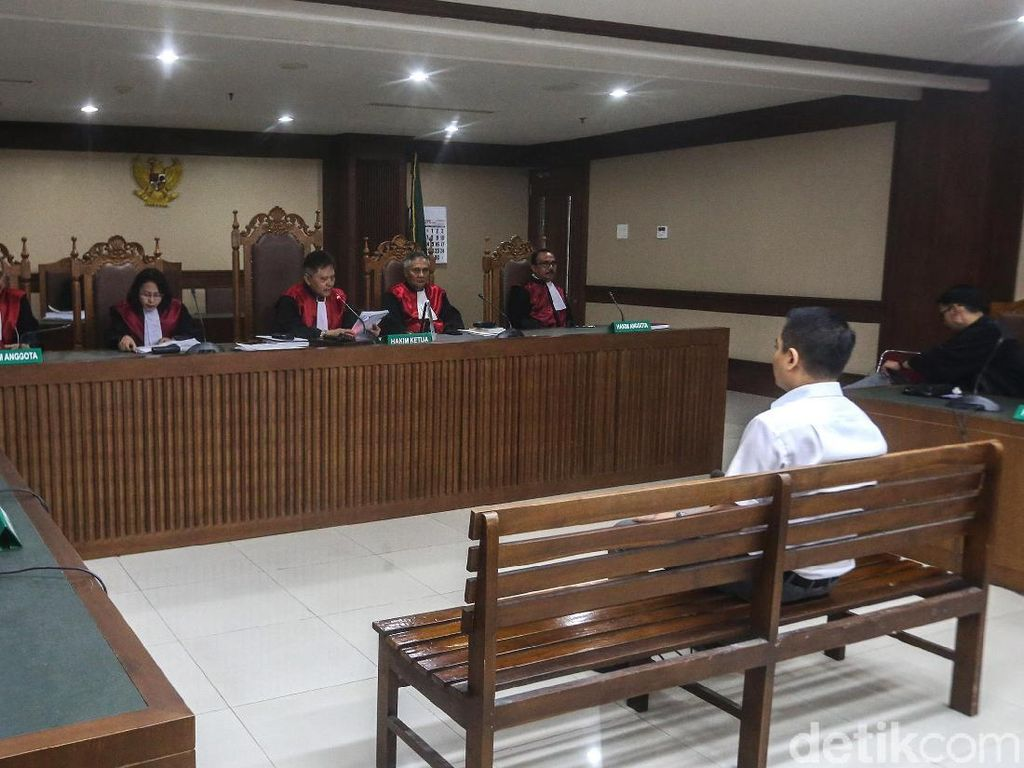 Video: Eks Anggota DPR Fayakhun Divonis 8 Tahun Penjara