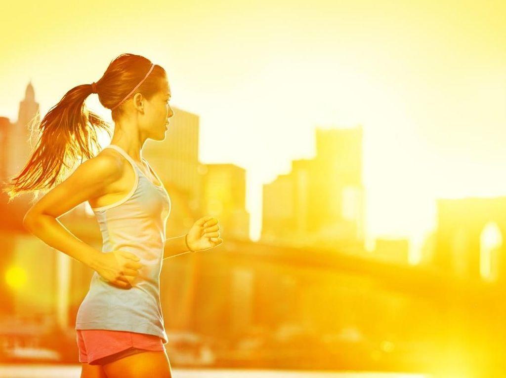 Kenapa Tak Seorang Pun Bisa Lari dengan Tangan Tetap Lurus?